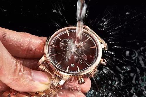 手表进水(图1)-北京泰格豪雅维修中心