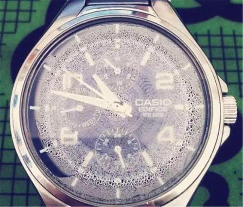 手表进水(图2)-北京泰格豪雅维修中心